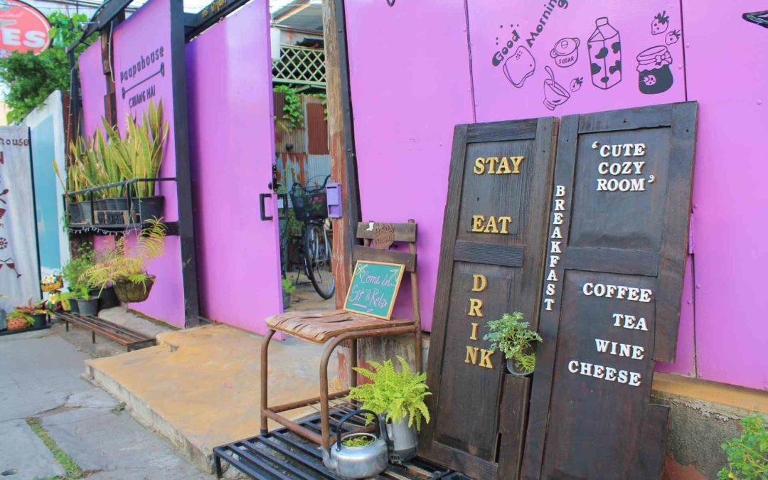 Eingangsbereich eines Cafes und Hostels