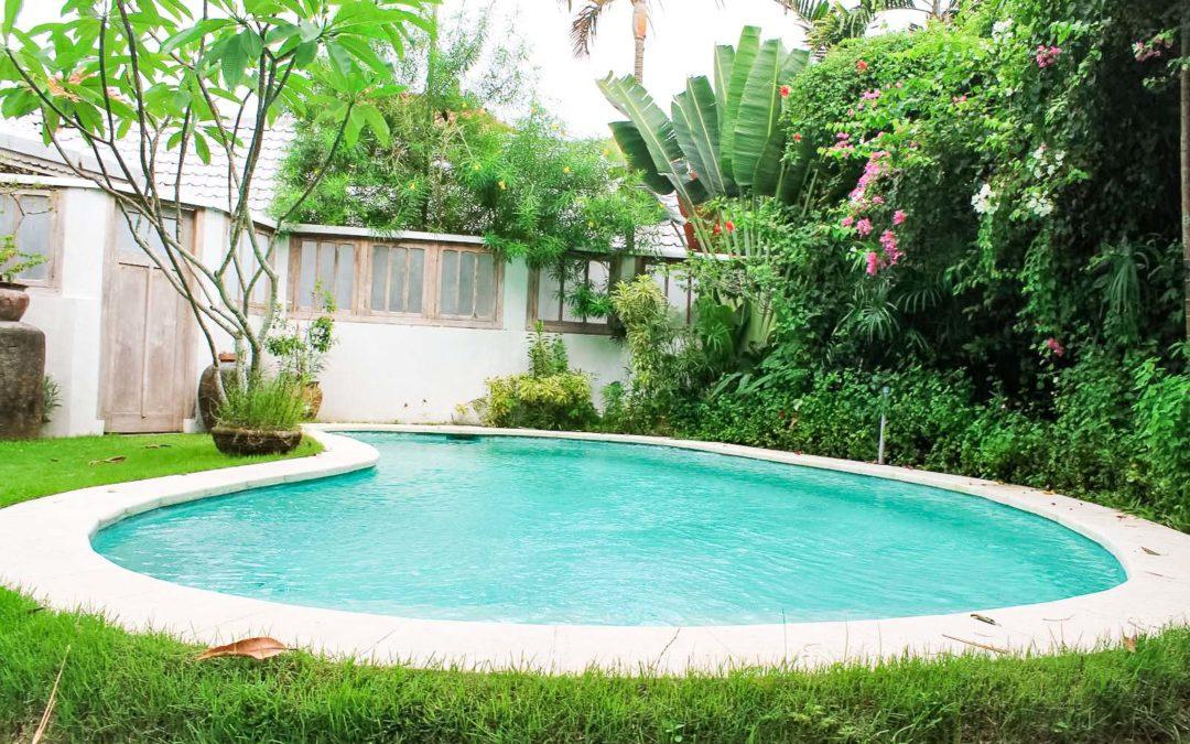 Pool mit Garten runterherum
