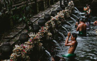 Fernlesung aus der Palmblatt-Bibliothek Bali